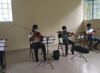 MiCultura promueve aprendizaje de Violín y Mejorana