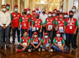 Presidente Laurentino Cotizo Cohen recibió al equipo campeón de pequeñas ligas de Chiriquí