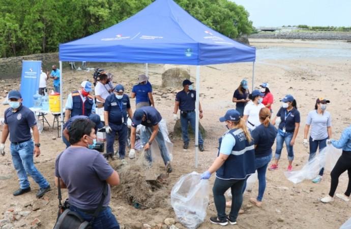 Limpieza de playa por el derecho a un ambiente sano