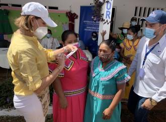 Primera Dama entrega 22 viviendas y ayuda social en Agua de Salud 2 en la Comarca Ngäbe Buglé