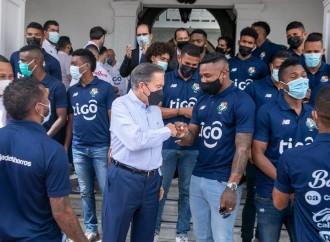 Presidente Cortizo Cohen recibió a los jugadores de la selección nacional de fútbol