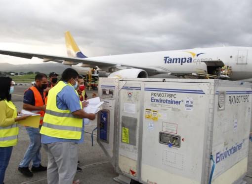 Llegan a Panamá 204 mil dosis de vacuna AstraZeneca