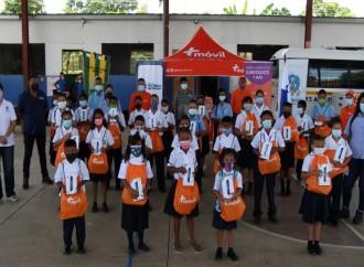 Estudiantes de Agua Fría en Darién y El Chorrillo en ciudad Capital, reciben Tablets y Data Móvil para su educación virtual