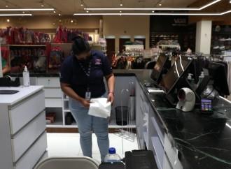 Acodeco fiscaliza cumplimiento de la prohibición del uso de bolsas plásticas con polietileno