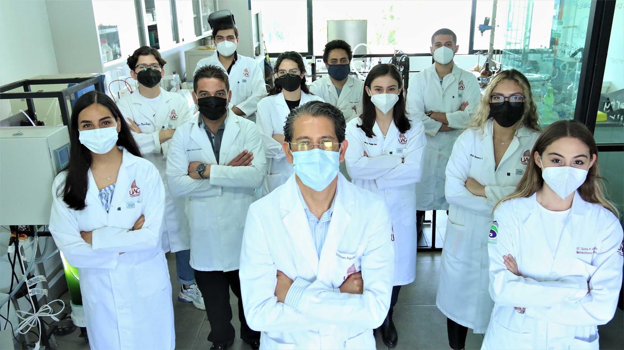 Dr. Efrén Aguilar Garnica y su equipo de investigadores