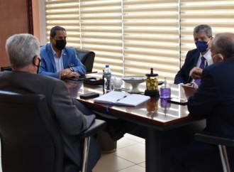 Ministro Rogelio Paredes conversa con presidentes de SPIA y Capac sobre la reactivación económica