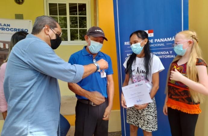Tres familias de Vista Alegre, Burunga y Arraiján reciben hogares confortables