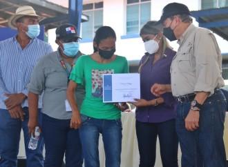 Presidente Cortizo Cohen entrega 11 soluciones habitacionales en Coclé