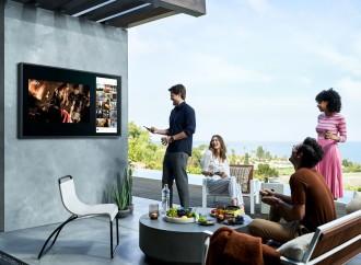 Disfruta al aire libre de tus partidos favoritos en una TV Samsung The Terrace