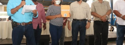 Productores de Coclé reciben B/. 324,723.00 en préstamos