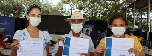 Presidente Cortizo Cohen entrega 8 soluciones habitacionales en Los Santos
