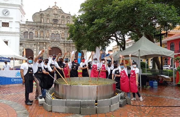 """Preparan """"Súper Sancocho"""" de 5 mil libras en el Casco Antiguo"""