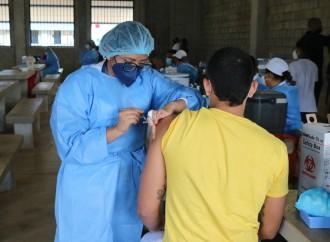 Autoridades inician vacunación en Centro La Nueva Joya