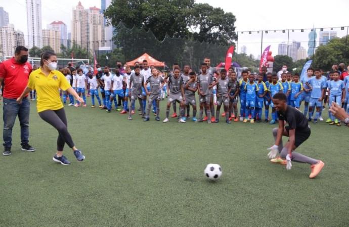 Mingob incentivala disciplina deportiva del fútbol en la niñez panameña
