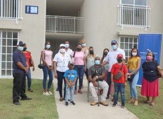 40 familias en Ciudad Esperanza reciben nuevos apartamentos