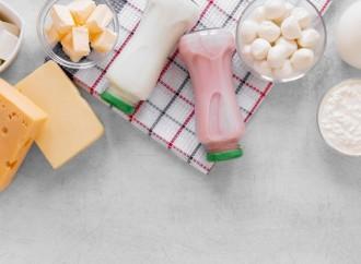 Consumo adecuado de alimentos fuente de calcio en la alimentación diaria, uno de los tratamientos contra la Osteoporosis