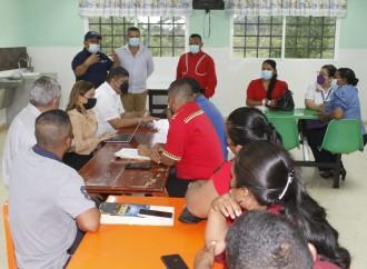 Padres de familia de Bocas del Toro y la ministra de Educación afinan estrategias para iniciar el año escolar 2022