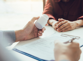 Antiviral oral en fase de investigación redujo riesgo de hospitalización o muerte en aproximadamente un 50% en comparación con placebo, en pacientes con COVID-19 leve o moderado