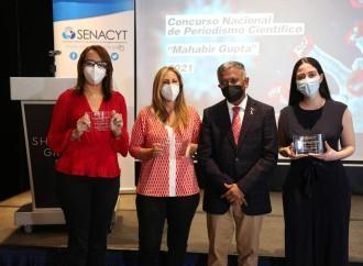 """SENACYT entrega premios a las ganadoras del Concurso Nacional de Periodismo Científico""""Mahabir Gupta"""""""